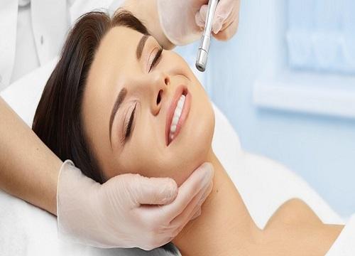 جوانسازی پوست صورت با لیزر برای چه کسانی توصیه میشود